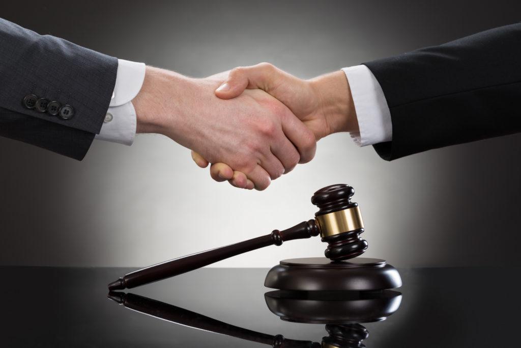 裁判 握手