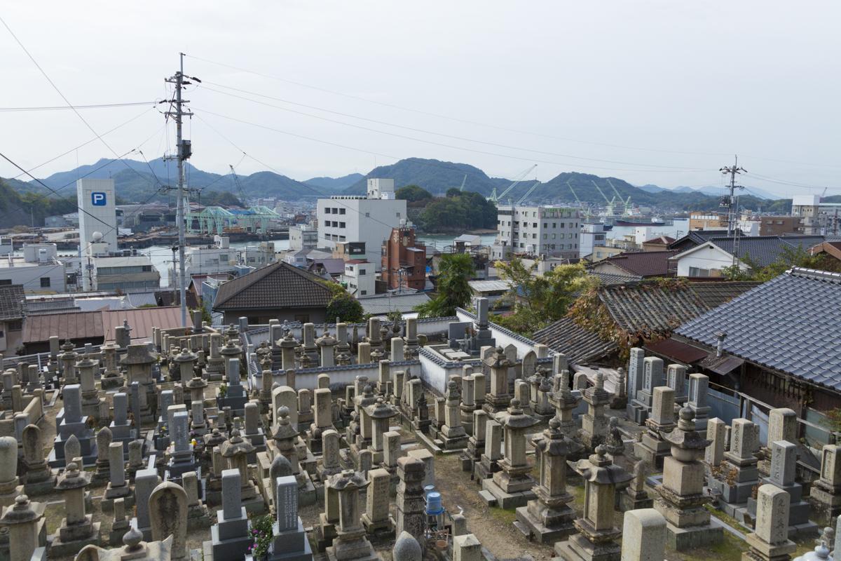 お墓に近い家