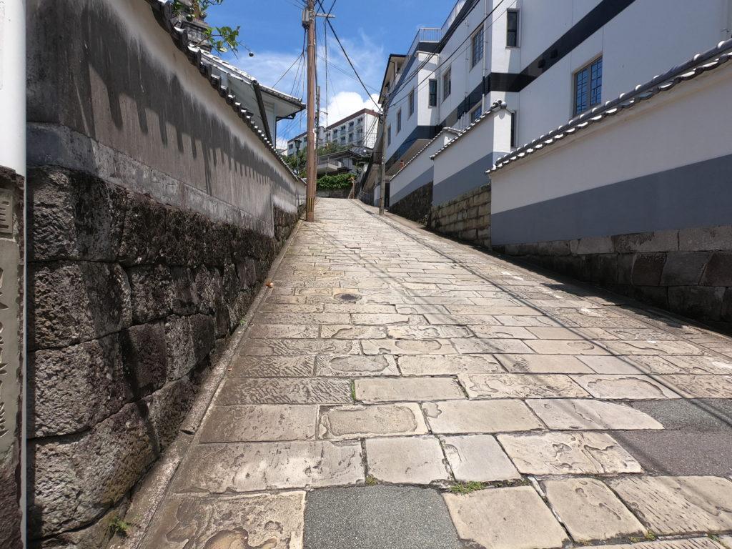 ひな壇の土地 坂道
